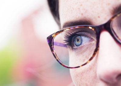 Detail oka s brýlemi